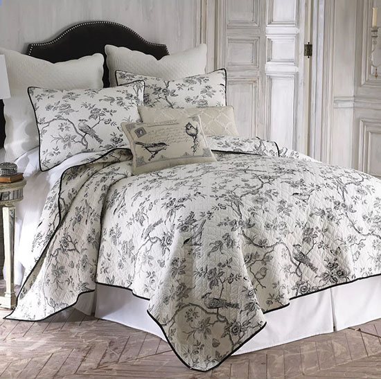 This beautiful bedding set is just another type of toile de Jouy. I love all the options for decorating with toile that are shared in this blog post! | #toile #toiledejouy #decoratingwithtoile #interiordecorating #interiordesign #decor #decorideas #homestyling #decoratingwithpattern #homedecor #homestyle #decoratingblog #decorblog #decoratingblogger #designblog #designblogger #interiordecoratingblog #interiordesignblog #learninteriordecorating #affiliatelinks