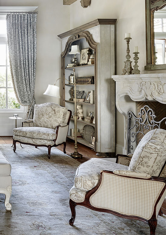 A combination of toile de Jouy and a graphic print look beautiful on these uphostered chairs. I love all the options for decorating with toile that are shared in this blog post! | #toile #toiledejouy #decoratingwithtoile #interiordecorating #interiordesign #decor #decorideas #homestyling #decoratingwithpattern #homedecor #homestyle #decoratingblog #decorblog #decoratingblogger #designblog #designblogger #interiordecoratingblog #interiordesignblog #learninteriordecorating